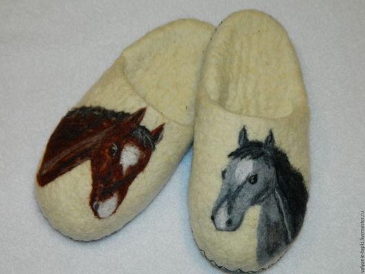 """Обувь ручной работы. Ярмарка Мастеров - ручная работа. Купить Тапочки""""Конный двор"""". Handmade. Белый, кони"""