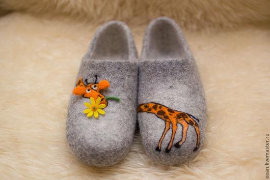 """Обувь ручной работы. Ярмарка Мастеров - ручная работа. Купить Валяные тапочки """"Мадагаскар"""". Handmade. Оригинальный подарок, валяные вещи"""