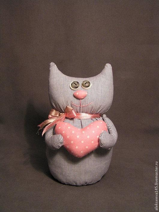 Подарки для влюбленных ручной работы. Ярмарка Мастеров - ручная работа. Купить Кошечка. Сшита из х/б ткани. Кошечка ( котик) с розовым сердечком .. Handmade.