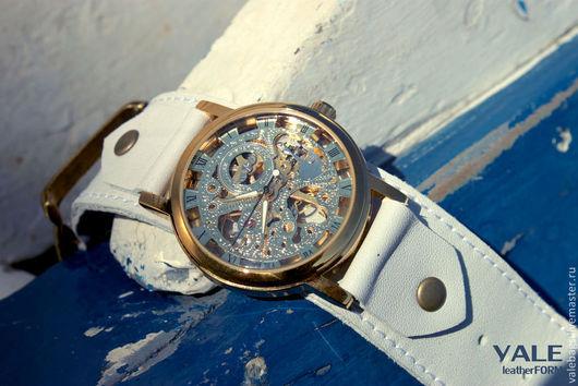 Часы наручные Milk with honey на браслете из натуральной кожи белый цвет.
