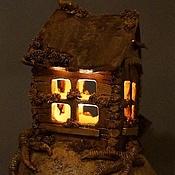 """Для дома и интерьера ручной работы. Ярмарка Мастеров - ручная работа Керамический интерьерный светильник """"Изба на курьих ножках"""". Handmade."""