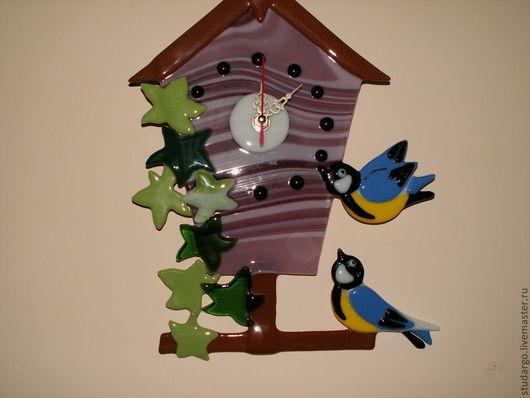 """Часы для дома ручной работы. Ярмарка Мастеров - ручная работа. Купить Часы настенные """"Птичкин домик"""" (фьюзинг). Handmade. Подарок"""