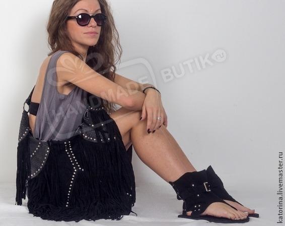 Комплект Высокие сандалии из натуральной замши и Эксклюзивная  вместительная сумка из натуральной кожи питона и замши идеально подойдет для повседневного ношения и для путешествий. Прекрасное сочетани