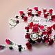 Комплект украшений из красной благородной шпинели ювелирной огранки. Колье заканчивается кулоном с подвесочкой из двух каплевидных бриолетов. Серьги с подвеской в виде цветка крепятся на швензы из сер