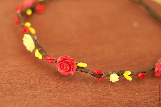 Свадебные украшения ручной работы. Ярмарка Мастеров - ручная работа. Купить Венок на голову с красными и жёлтыми розами, Свадебный аксессуар. Handmade.