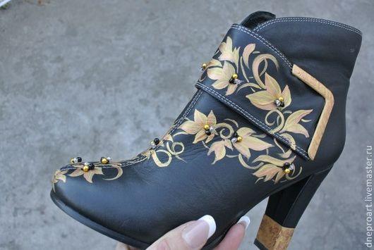 Обувь ручной работы. Ярмарка Мастеров - ручная работа. Купить Ботильоны,кепи,сумка-комплект с ручной росписью и бусинами. Handmade.