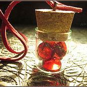 """Украшения ручной работы. Ярмарка Мастеров - ручная работа """"Витамины для вампира"""", кулон-подвеска на шнуре. Handmade."""