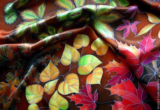 Фрагмент шелкового платка `Осенние листья`.