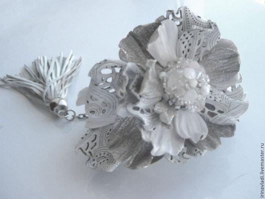 женский белый браслет,женский кожаный браслет браслет женский с цветком браслет белый с цветком, украшение на руку из кожи. кожаное украшение с цветком, браслет из кожи ручной работы,цветы из натура