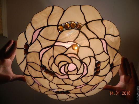 """Освещение ручной работы. Ярмарка Мастеров - ручная работа. Купить Потолочный  витражный плафон """"Кремовая роза"""". Handmade. Бежевый, цветок"""