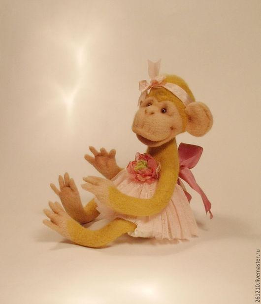 Игрушки животные, ручной работы. Ярмарка Мастеров - ручная работа. Купить Игрушка обезьянка Малышка Бони войлочная игрушка в подарок.. Handmade.