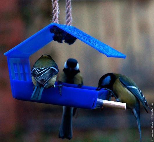 """Экстерьер и дача ручной работы. Ярмарка Мастеров - ручная работа. Купить Кормушка """"Шале синий"""". Handmade. Тёмно-синий, синица"""
