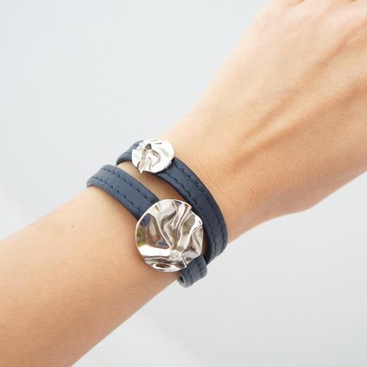 """Браслеты ручной работы. Ярмарка Мастеров - ручная работа. Купить Кожаный браслет """"Metal rose"""", темно-синий. Handmade. обмотка"""