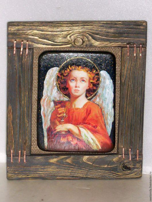 Ангел с чашей Грааля. Классический библейский сюжет. Прекрасный подарок для любого человека. Теплая гамма, вручную обработанная деревянная рама, очень приятна на  ощупь.