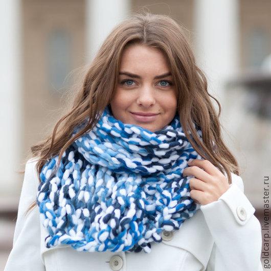 Шарфы и шарфики ручной работы. Ярмарка Мастеров - ручная работа. Купить Шарф крупной ручной вязки, белый с голубым. Handmade.