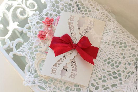 Свадебные аксессуары ручной работы. Ярмарка Мастеров - ручная работа. Купить Пригласительное на свадьбу с двумя ажурными створками и красной лентой. Handmade.