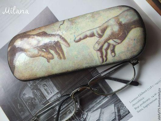 Очешник декупаж.;Сотворение мира фрагмент фрески Микеланджело Буаноротти.
