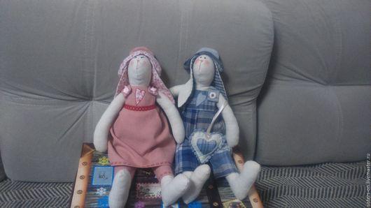 Текстильные игрушки. Шьются из натуральных тканей. На заказ. Есть в наличии. Из пары влюбленных зайчиков остался только мальчик. УИгрушка заяц мальчик.