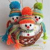 """Подарки к праздникам ручной работы. Ярмарка Мастеров - ручная работа """"Забавные Снеговички"""" вязаные новогодние игрушки. Handmade."""
