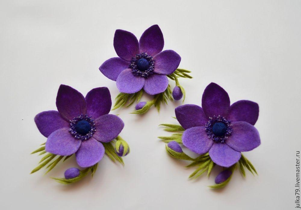 Тёмно фиолетовый цветок