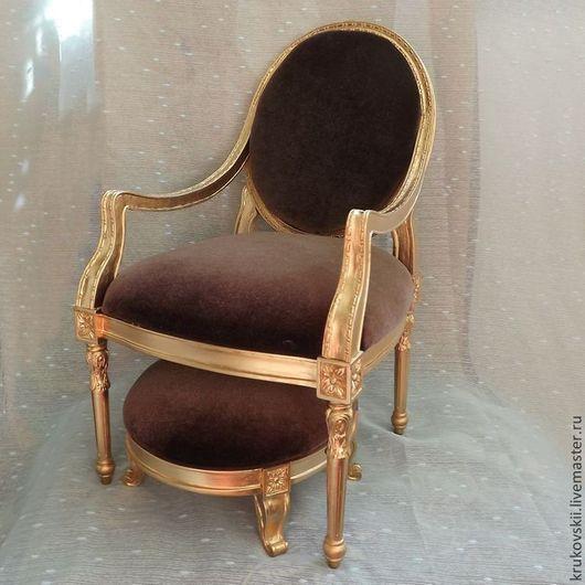 Кресло для куклы золотое