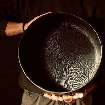 Посуда ручной работы. Ярмарка Мастеров - ручная работа Большое керамическое резное блюдо. Handmade.