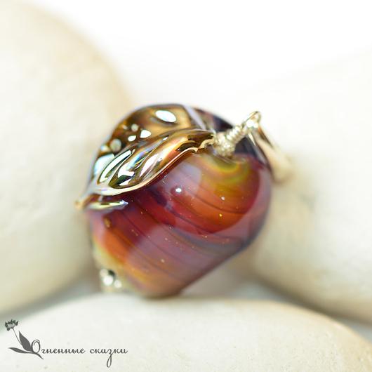 Кулон, стекло, яблоко, лэмпворк, серебро 925. Золотистый, багряный, бордовый, перламутровый. Подарок подруге, девушке, женщине.