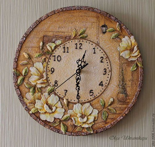 """Часы для дома ручной работы. Ярмарка Мастеров - ручная работа. Купить Часы """"Старая улочка"""" розы объем. Handmade. Бежевый"""