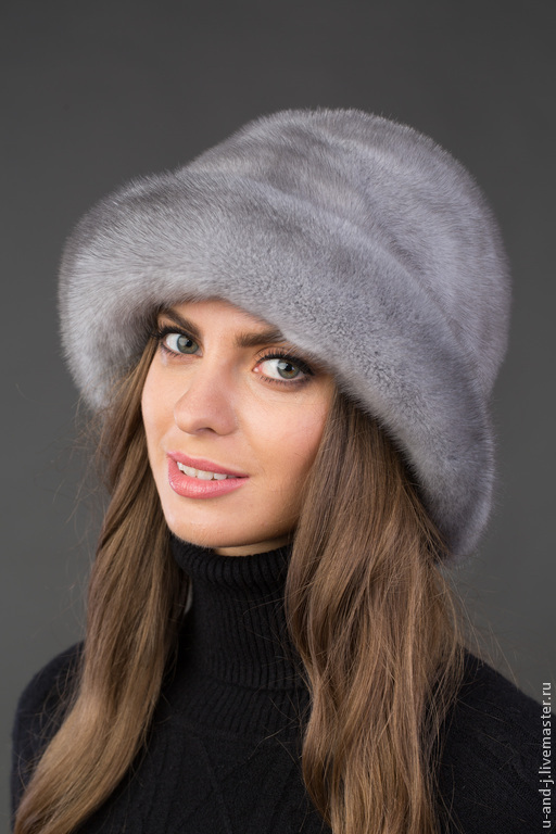 Шляпа голубого цвета