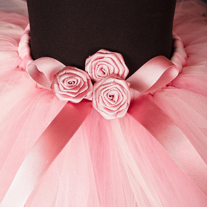 Как из фатина сделать цветок на платье