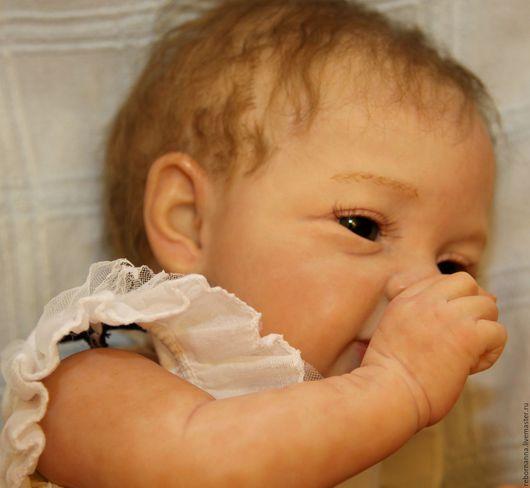 Кукла реборн из лимитированного Мери-Энн. Глаза стекло Лауша,наполнена стеклогранулятом,вес 2300г.Волосы прошиты мохером.
