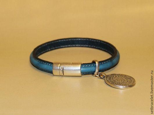 Браслеты ручной работы. Ярмарка Мастеров - ручная работа. Купить Кожаный браслет из кожи бирюзовой, объёмный шнур, подвеска диск. Handmade.