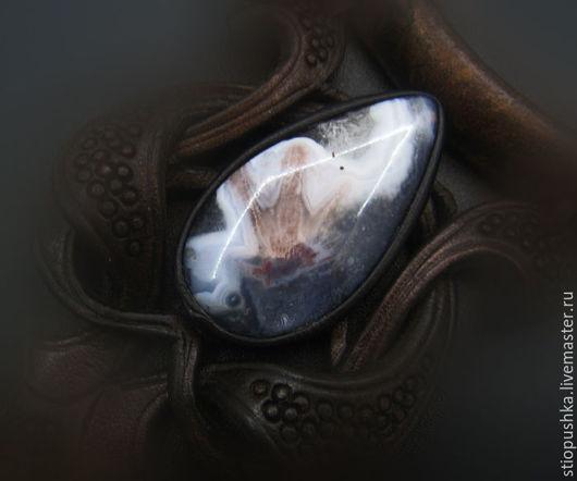 Бижутерия из кожи с камнями