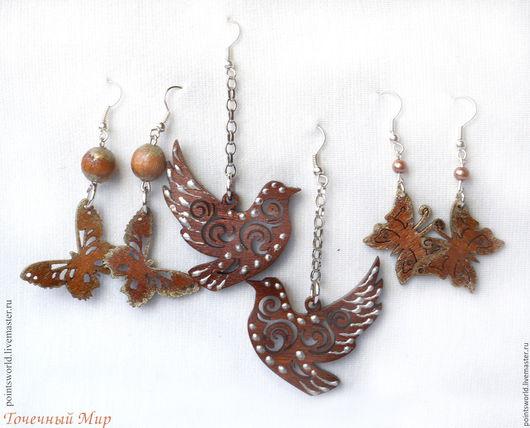 Серьги из дерева, деревянные серьги, натуральное дерево, резные серьги, голубь, птица, белый голубь, голубка, ажурные серьги из дерева,  серьги с ручной росписью, украшения из дерева,роспись по дереву