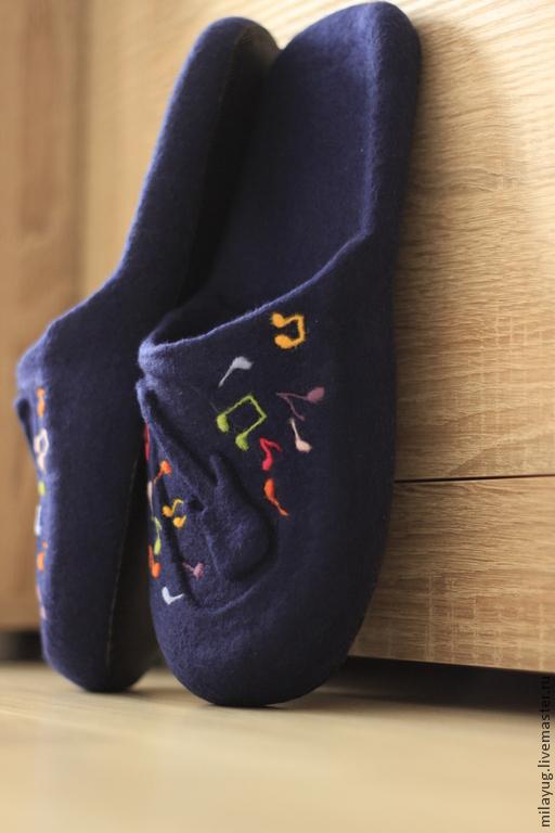 """Обувь ручной работы. Ярмарка Мастеров - ручная работа. Купить """"MUSIC"""" тапочки мужские валяные. Handmade. Тёмно-синий, шлепанцы"""