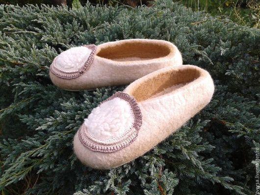 Обувь ручной работы. Ярмарка Мастеров - ручная работа. Купить домашние валяные тапочки НЕЖНЫЕ. Handmade. Бежевый, женские тапочки