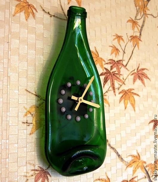 Часы для дома ручной работы. Ярмарка Мастеров - ручная работа. Купить часы-бутылка.фьюзинг. стекло. прикольный подарок. Handmade.