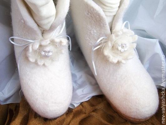 Сапожки невесты. Обувь для зимней фотосессии.Валяная обувь. Авторский войлок ручной работы Авраменко Ирины.