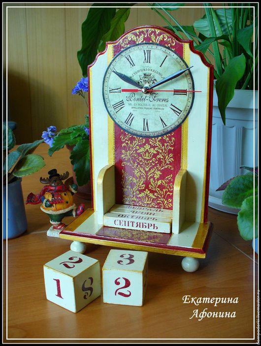"""Часы для дома ручной работы. Ярмарка Мастеров - ручная работа. Купить Вечный календарь с часами """"Классика"""". Handmade. Ярко-красный"""