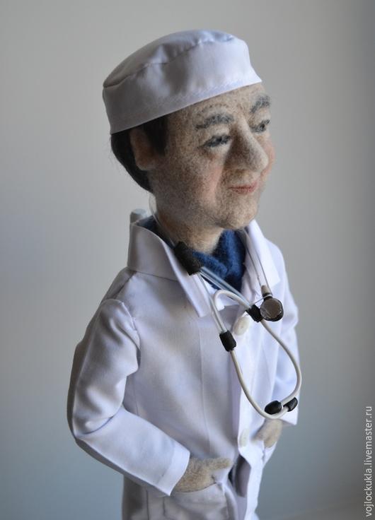 """Коллекционные куклы ручной работы. Ярмарка Мастеров - ручная работа. Купить Войлочная портретная кукла """" Врач"""". Handmade. Белый"""