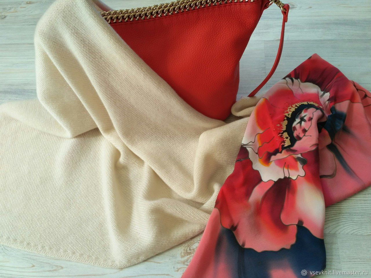 Champagne scarf made of 100% cashmere Cariaggi, Scarves and snoods, St. Petersburg,  Фото №1