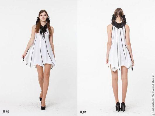 BB_042 Платье «Летучая мышь» с американской проймой, с черным воротом из ЮЛЫ, цвет белый с черными прожилками, 40% мериносовая шерсть, 40% акрил, 20% метанит, ворот  вискоза.