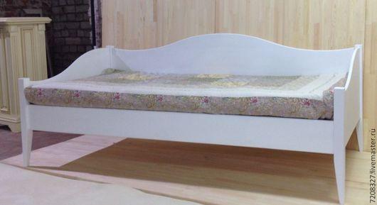 Изящная,  кушетка - диван выполнена в стиле прованс Станет прекрасным дополнением для любого интерьера детской, гостиной.