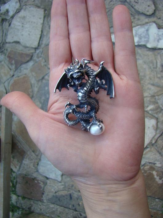 """Кулоны, подвески ручной работы. Ярмарка Мастеров - ручная работа. Купить Кулон """"дракон Ин-Лун"""" с жемчугом. Handmade. Серебряный"""