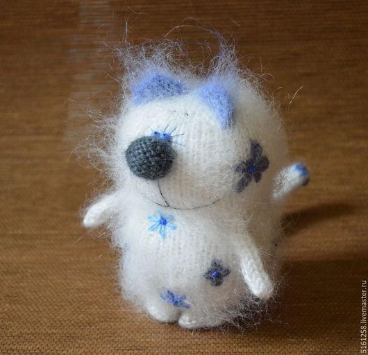 """Миниатюра ручной работы. Ярмарка Мастеров - ручная работа. Купить Кот """"Гжельский фарфор"""" вязаный (игрушка сувенир гжель). Handmade."""