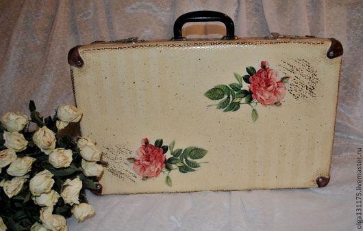 """Корзины, коробы ручной работы. Ярмарка Мастеров - ручная работа. Купить -20%.Винтажный декорированный чемоданчик """"Шебби розы"""". Handmade."""
