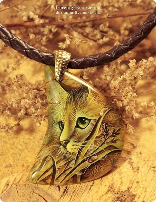 """Кулоны, подвески ручной работы. Ярмарка Мастеров - ручная работа. Купить Кулон с росписью """"Убаюкиватель трав"""" (кот, лаковая миниатюра). Handmade."""