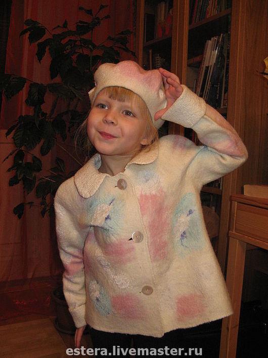 """Пиджаки, жакеты ручной работы. Ярмарка Мастеров - ручная работа. Купить Комплект из жакета и берета для девочки 4-6 лет """"Нежность"""". Handmade."""