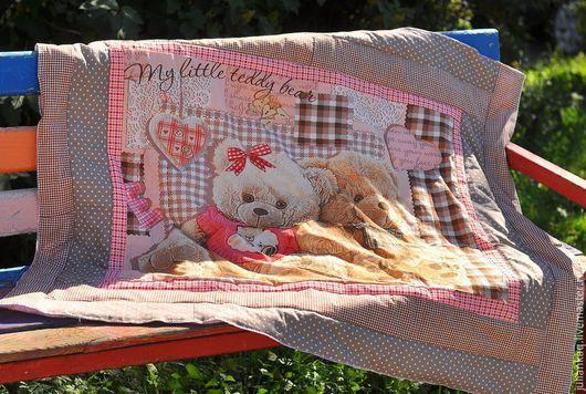 """Пледы и одеяла ручной работы. Ярмарка Мастеров - ручная работа. Купить Детское лоскутное одеяло  """" Мой любимый мишка Тедди"""" розовый. Handmade."""