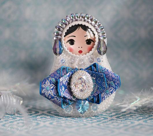 """Броши ручной работы. Ярмарка Мастеров - ручная работа. Купить Брошь матрёшка """"Снегурочка"""". Handmade. Голубой, зима, на новый год, Сердце"""